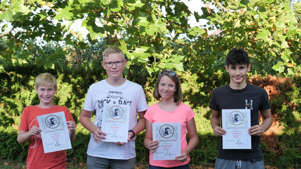 Am Ende des Turniers waren alle stolz auf ihre erzielten Ergebnisse und die Urkunden.