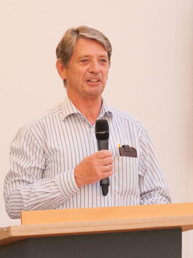 Helmut Schädlich, Fachkreiswart Schach - Sportkreis Heidelberg e.V., gratulierte zum Vereinsjubiläum.